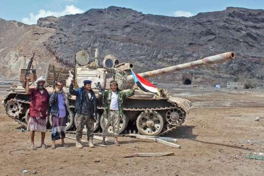 Un groupe armé après la prise d'un checkpoint au nord d'Aden, le 30 janvier.