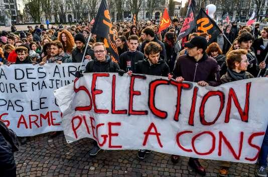Dans la manifestation à Lille, le 1er février.