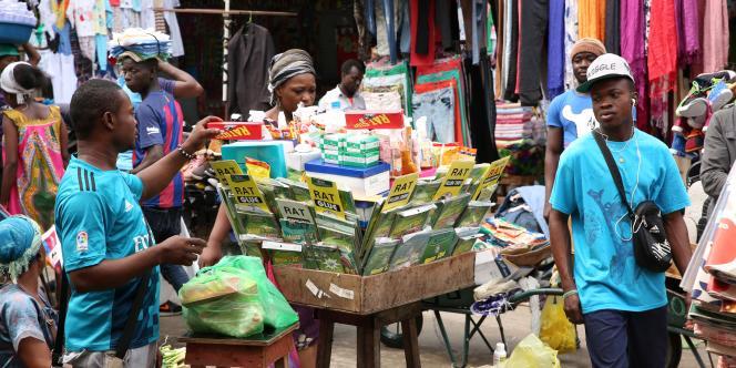 A Libreville, capitale du Gabon, se procurer du Tramadol est une formalité,notamment dans le quartier de la gare routière, une ruche de commerçants et vendeurs ambulants. Dans ce labyrinthe de ruelles, ce sont les dealers habituels qui fournissent, mais aussi les petites échoppes de médicaments et de produits anti-souris.