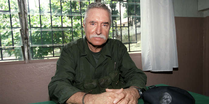 Le mercenaire Bob Denard lors d'une conférence de presse à Moroni après la tentative de coup d'Etat aux Comores, le 4 octobre 1995.