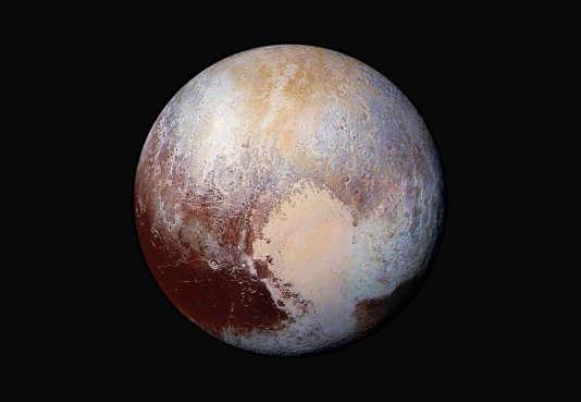 La planète naine Pluton, photographiée par la sonde New Horizons en juillet 2015.