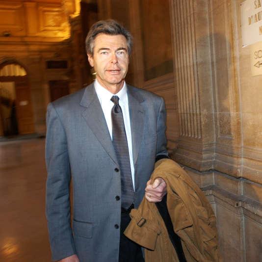 Pierre Godé, ancien vice-président de LVMH, le 12 janvier 2004, à Paris. Homme de confiance de Bernard Arnault, l'avocat est mort le 31 janvier à l'âge de 73 ans.