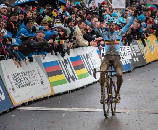 Wout van Aert a remporté à Belvaux, en 2017, son deuxième titre de champion du monde.