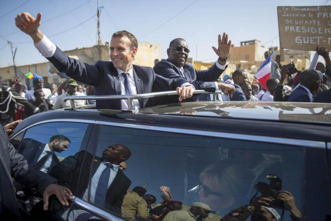 Le président français et son homologue sénégalais, Macky Sall, à Saint-Louis, au Sénégal, le 3 février.