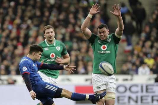 Le Français Matthieu Jalibert face à l'Irlande, samedi 3 février, au Stade de France.