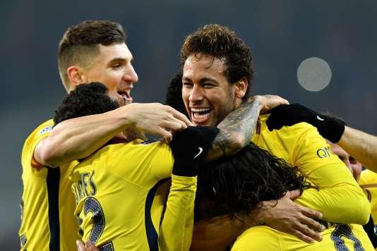 Le Brésilien Neymar et ses coéquipiers, samedi 3 février, à Villeneuve-d'Ascq.
