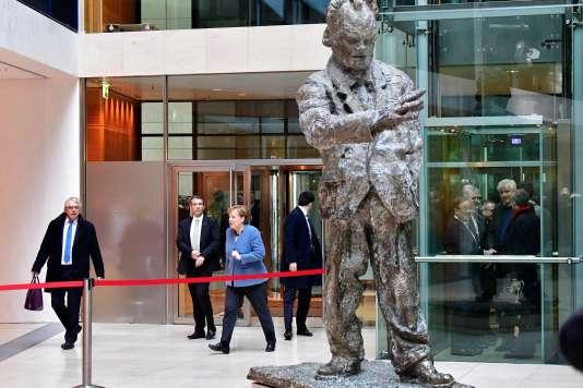 Angela Merkel arrive au siège du SPD dans le cadre des négociations sur un accord de coalition, le 4 février à Berlin.