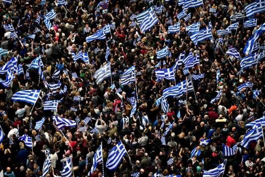 Les manifestants défilent sur le place Syntagma à Athènes, le 4février.
