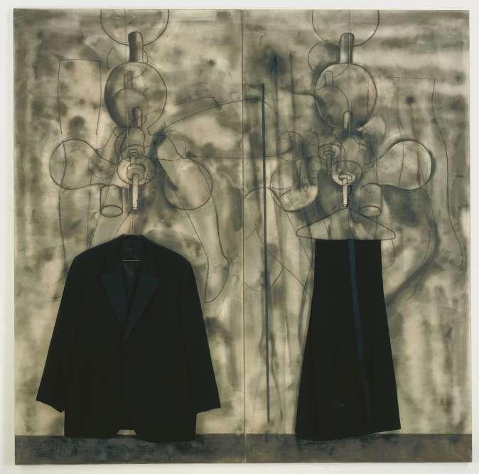 """«Ces habits, dont Dine s'est servi longtemps dans ses premières performances, en particulier dans """"The House"""", opèrent en quelque sorte la transition entre l'objet et le corps. En effet, Dine utilise pour la première fois un costume en 1959, dans """"Green Suits"""", où, sur un support, il peint une chemise et une cravate et assemble, comme sur un mannequin, une veste et un pantalon lacéré. Par la suite, Dine n'intervient plus sur les vêtements, sauf pour les disloquer, les isoler et les suspendre rangés. Ils deviennent ainsi des présences métaphoriques et introspectives dont la très symbolique """"bathrobe"""", dessinée et peinte à partir de 1964, qui incarne l'objet fétiche par excellence que Dine utilisera maintes fois.»"""