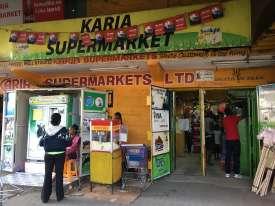 Le Karia Supermarket est le seul supermarché pour le million d'habitants qui vivent autour de la décharge.