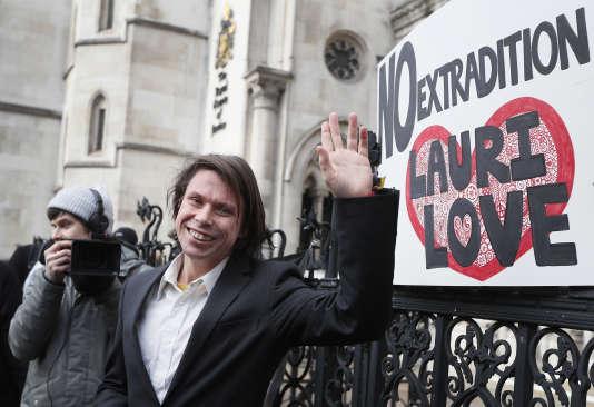Lauri Love, accusé par les Etats-Unis d'avoir piraté l'armée américaine, pourra être jugé en Angleterre.
