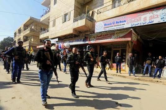 Parade improvisée de Kurdes Syriens à Afrin, le 28 janvier.