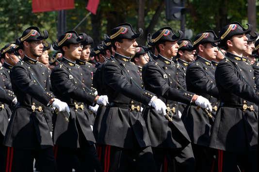 La tradition du concours est ancienne en France, elle remonte à 1794, avec la création de l'Ecole polytechnique (ici, des polytechniciens au défilé du 14 juillet 2013).