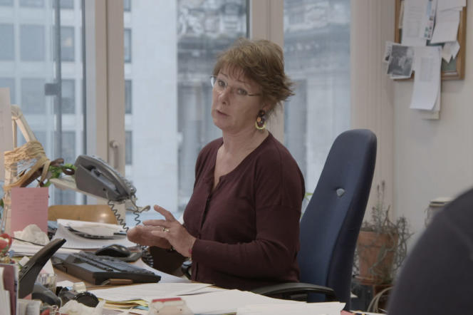 La juge Anne Gruwez dans son bureau à Bruxelles, dans le documentaire français et belge deJean Libon et Yves Hinant,«Ni juge, ni soumise».