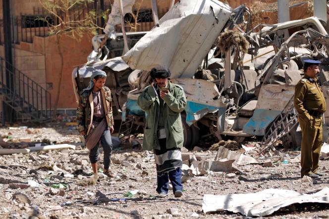 «L'Arabie saoudite lutte contre la rébellion chiite houthiste qui s'est emparée de la capitale, Sanaa, en septembre 2014» (Sanaa, le 5 février, après un bombardement attribué par les houtistes à la coalition menée par l'Arabie saoudite).