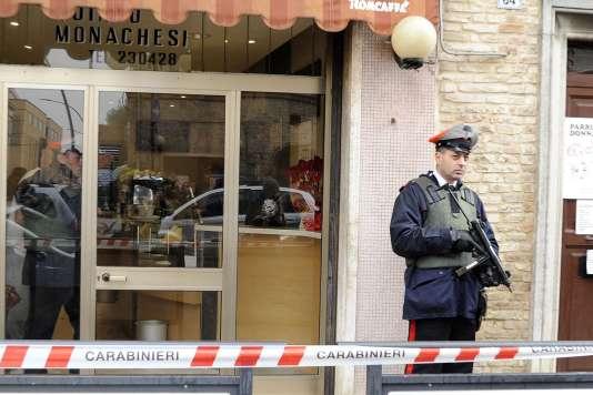 A Macerata, le 3 février, après que Luca Traini a ouvert le feu sur des étrangers, blessant six personnes.