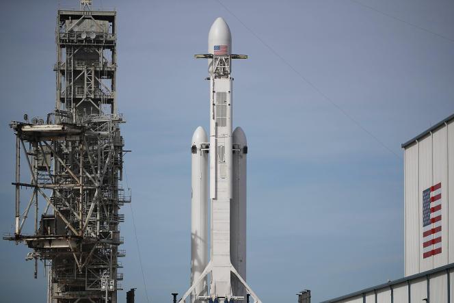 La fusée Falcon 9 SpaceX sur son pas de tir, à Cap Canaveral (Floride), le 5 février.