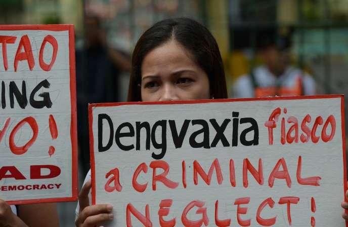 Manifestation, le 8 décembre 2017, devant le ministère de la santé à Manille, contre Sanofi et son vaccin Dengvaxia.