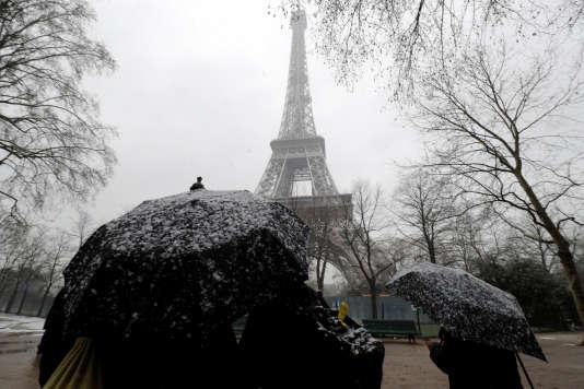 La neige sème la pagaille dans Paris et sa région — France