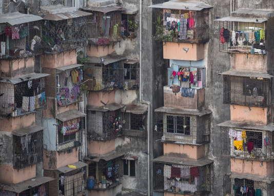 Un immeuble situé dans le bidonville de Dharavi à Bombay (Inde), le 18 mars 2015.