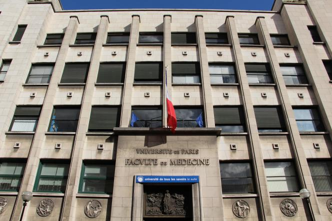 L'université Paris Descartes a dû évacuer en 2007 ses étudiants en médecine d'un bâtiment en raison d'un dépassement des seuils réglementaires d'empoussièrement en fibres d'amiantes.