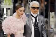 Karl Lagerfeld avec Lily-Rose Melody Depp, lors d'un défilé au Grand Palais le 24 janvier 2017.