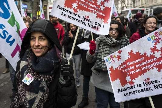 Manifestation contre les nouvelles règles d'accès à l'université, à Lyon, mardi 6 février. AFP / JEAN-PHILIPPE KSIAZEKAFP / JEAN-PHILIPPE KSIAZEK