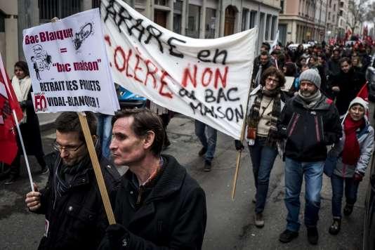 «Le modèle est celui du lycée modulaire à l'anglaise et d'un enseignement supérieur très inégalitaire» (Manifestation, à Lyon, contre la réforme du bac et de l'entrée à l'université, le 6 février).