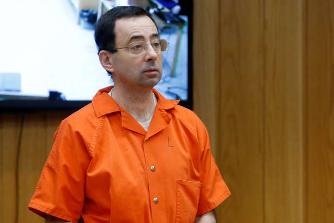 Larry Nassar lors de l'énoncé de sa peine, devant le tribunal de Charlotte (Michigan), le 5 février.