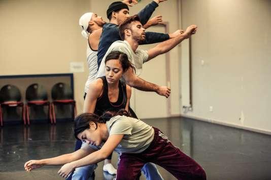 «Finding Now», une création pourcinq danseurship-hop du chorégraphe américain Andrew Skeels.