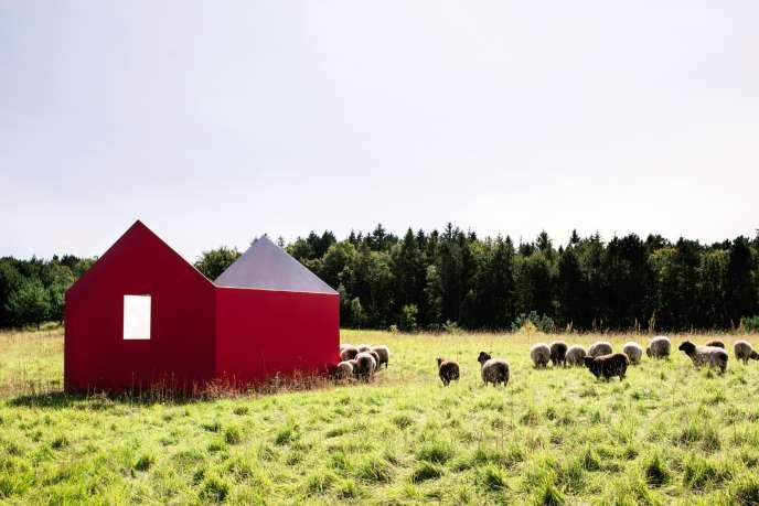 Près du siège de Kvadrat, «House», maison sans toit dessinée par l'artiste suisse Roman Signer, sert de collecteur d'eau de pluie.