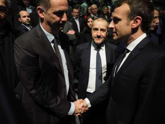 Poignée de mains avec les élus nationalistes Simeoni et Talamoni, le 7 février à Bastia.