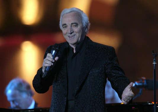 Charles Aznavour pendant un concert, le 30 septembre 2006, à Erevan.