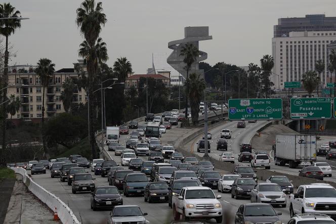 La Highway 101, quotidiennement embouteillée à Los Angeles.