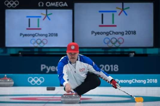 Matt Hamilton de l'équipe de curling américaine lors d'un entraînement à Gangneung, en Corée du Sud, le 7février.