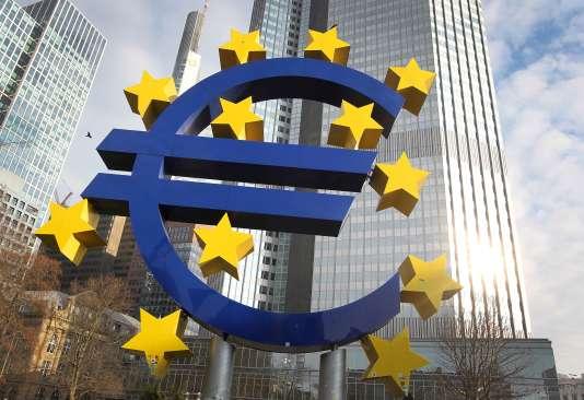 «la vraie justification des SBBS est d'inciter les banques des pays les mieux notés à acheter de la dette des pays les moins bien notés pour continuer à soutenir les pays périphérique» (Francfort, siège de la BCE, le 7 février).