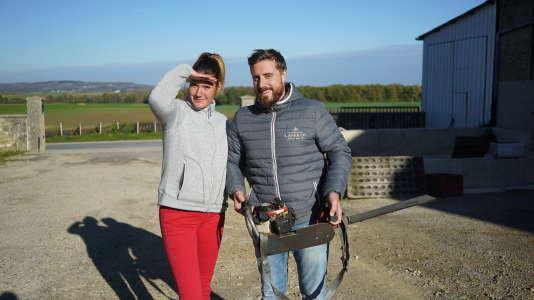 Manon Blaise, 25 ans, viticultrice à Janvry (Marne), avec son compagnon Alex.