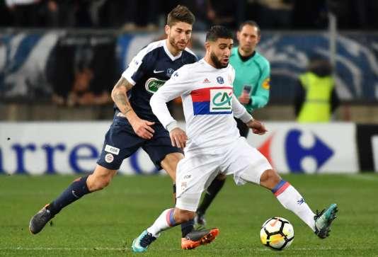 Le centre de terrain lyonnais Nabil Fekir, au centre, lors des huitièmes de finale de la Coupe de France, le 7février.