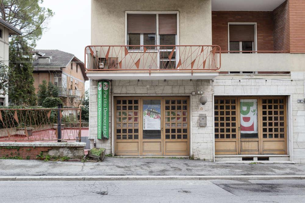 Au siège local du Parti démocrate (centre gauche), ciblé par Luca Traini.