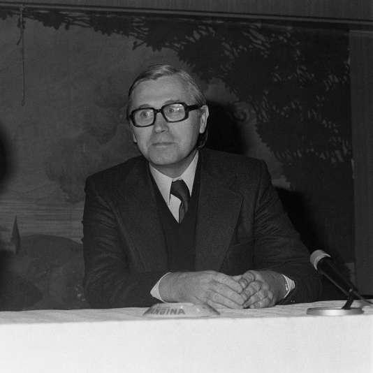 André Baudry, au Congrès national du Mouvement homophile de France, à Marseille, le 22 novembre 1975.