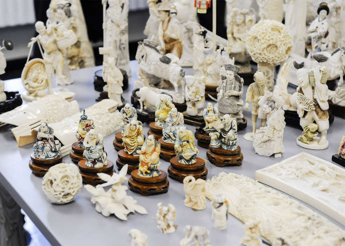 Des objets en ivoire confisqués par les autorités fédérales américaines, qui ont été broyés à Central Park, à New York, en août 2017.