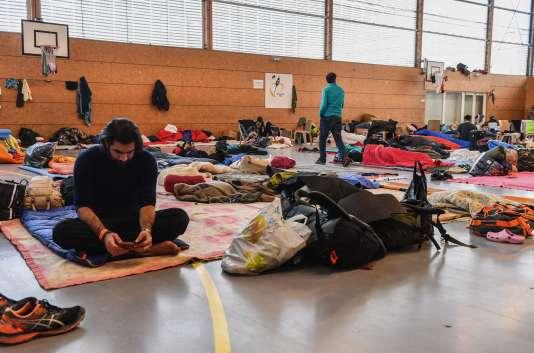 Des migrants à Grande-Synthe, le 7 février 2018.