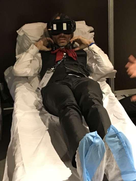 Le député-mathématicien Cédric Villani lors d'une démonstration de réalité virtuelle au Centquatre à Paris, le 8 février 2018.