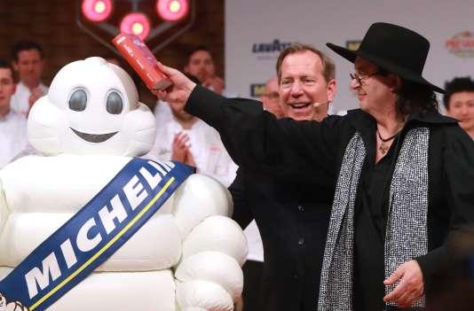 Le chef Marc Veyrat, lors de la cérémonie de remise des étoiles du guide Michelin, à Boulogne-Billancourt, le 5 février.