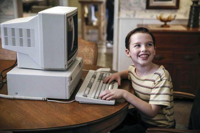 Iain Armitage incarne Sheldon Cooper dans la série«Young Sheldon», créée par Chuck Lorre et Bill Prady.