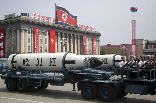 Missiles nord-coréens lors d'un défilé militaire sur la place Kim Il-sung, à Pyongyang, le 15 avril 2017.