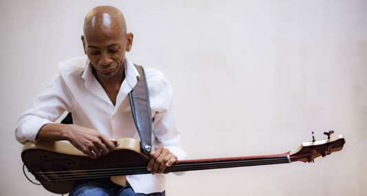 Le bassiste Reggie Washington.