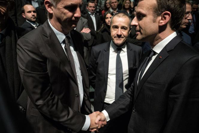 Le président du conseil exécutif de Corse, Gilles Simeoni, le président de l'Assemblée de Corse, Jean-Guy Talamoni, et Emmanuel Macron, à Bastia, le 7 février.