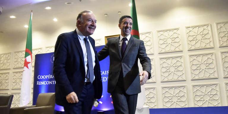 Pierre Gattaz (à gauche), président du Mouvement des entreprises de France (Medef), et Ali Haddad, président du Forum des chefs d'entreprises (FCE), à Alger, le 7 février 2018.