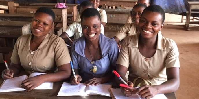 Des collégiennes dans un établissement de Tindji, au Bénin, en janvier 2018.